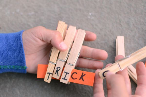 Reading activity perfect for Halloween - try a Halloween words game!