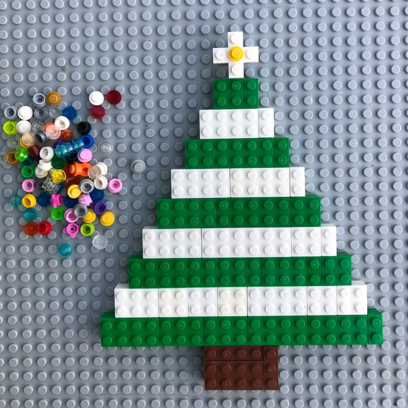 Decorate and build your own LEGO Christmas tree!