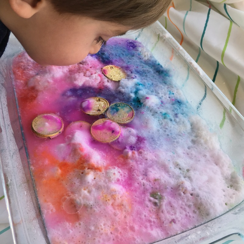 Simple science activity - fizzing (baking soda) rainbow coin hunt. A fun St. Patrick's Day activity for kids!